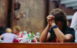 06/07/2020 – En el Evangelio de hoy, Mateo 9, 18-26, Jesús aparece curando a dos mujeres: una que sufre de…