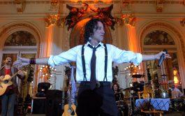 """08/08/2020 – Esta vez, el cantante todoterreno Javier Calamaro fue el invitado del programa """"Bajar un cambio"""". Antes de comenzar…"""