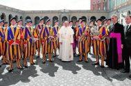 13/10/2020 –La oficina de prensa de la Santa Sede informó que actualmente hay cuatro Guardias Suizos positivos de COVID-19 que se suman a…
