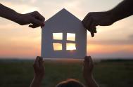 """26/10/2020 – En esta edición de """"La alegría de ser familia"""", el padre Luis Albóniga, nos propuso reflexionar acerca de la """"casa"""". """"¿Cómo…"""