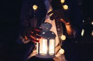 """19/10/2021 –En Lucas 12, 35- 39 Jesús dice """"estén preparados, ceñidos, con la encendida"""" cómo quien espera al esposo o a quien va…"""