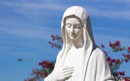 08/06/2021 – En Madre del Pueblo, el padre Padre Juan José Estévez de la Catedral San Miguel Arcángel de San…