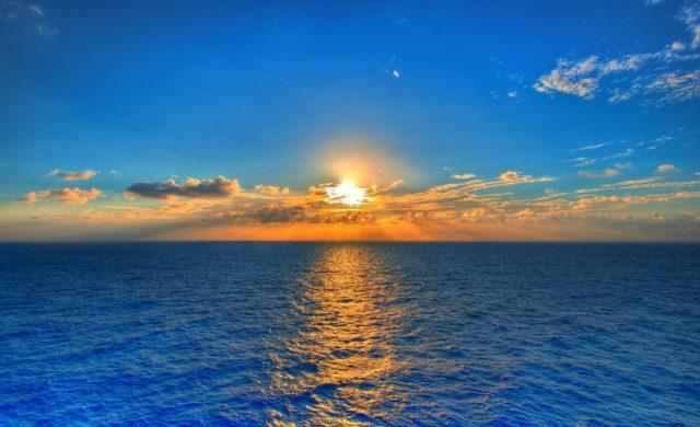 """23/07/2021 – El padre Víctor Manuel Fernández indica: """"Dios es el viviente y fuente de toda vida, es un océano de vida infinita. Cerca de él nos llenamos de vida. Por eso, cuando nuestras ganas de vivir se debilitan, él puede revivirnos. La experiencia de su amor es lo que más nos hace sentir vivos""""."""