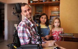 """22/09/2021 –Según indica en su web oficial la Asociación ELA Argentina, la Esclerosis Lateral Amiotrófica """"es una condición que limita…"""