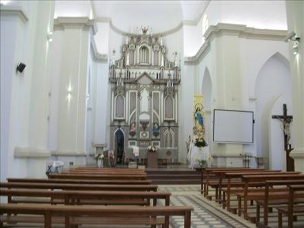 El interior de la iglesia de Villa Cura Brochero.