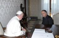 """19/09/2013 - En una extensa entrevista, Francisco subrayó que la Iglesia """"no puede seguir insistiendo sólo en cuestiones referentes al aborto, al matrimonio…"""