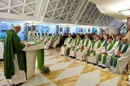 El Papa Francisco en Santa Marta, durante una de las misas que oficia.