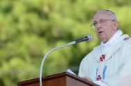 22/09/2013 - Fue la fuerte exclamación de Francisco en su homilía de la Catedral de Nuestra Señora de Bonaria, en Cerdeña.