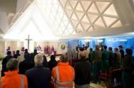 """03/10/2013 - """"Cuando Dios viene y se acerca siempre hay fiesta"""", indicó Francisco en la misa de la Casa Santa Marta. En su…"""