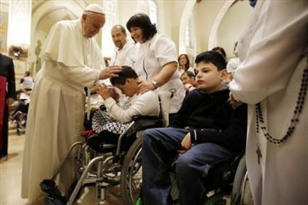 El Papa estuvo con los enfermos en su visita a Asís.