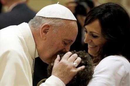 Todo el cariño del Santo Padre con los más débiles y periféricos.