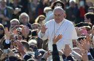 13/10/2013 - Lo dijo el Santo Padre durante su homilía en San Pedro. Además agregó: 'Si entendiéramos que todo es un don de…