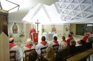 18/10/2013 - El Papa centró su homilía de Santa Marta sobre las figuras de Moisés, Juan Bautista y San Pablo. Pensando en los…
