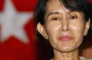 """28/10/2013 - Aung San Suu Kyi indicó, tras el encuentro, que """"el Santo Padre me ha dicho que las emociones como el odio…"""