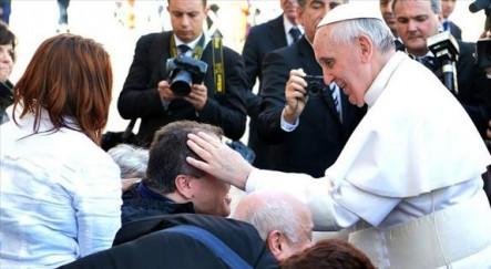 """Francisco: """"El Señor, que es potente, no tiene miedo de la ternura"""