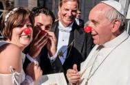 16/12/2013 - Francisco habló del sufrimiento, la economía, el ecumenismo, la Iglesia y el rol de la mujer, en una entrevista con el…