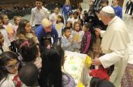 17/12/2013 - El Evangelio de hoy, con la genealogía de Jesús, dio la oportunidad al Papa para recordar afectuosamente los nombres de algunos…