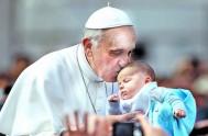 """21/12/2013 - El Papa Francisco visitó el hospital pediátrico """"Bambino Gesú"""" de Roma, en donde se encontró con un ambiente de gran alegría,…"""