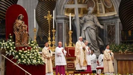 La misa se celebró en la Basílica de San Pedro.