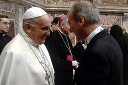 Francisco con el embajador argentino, Juan Pablo Cafiero.