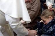 """03/02/2014 - El Papa Francisco exhortó a """"no usar a Dios ni al pueblo para defenderse de las situaciones de crisis, aprendiendo del…"""
