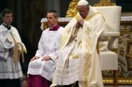 """17/03/2014 - Francisco invitó a """"tener un corazón grande que perdona, olvida y no condena"""", durante la misa en la Casa Santa Marta.…"""