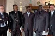 27/04/2014 - El reverendo Niclas Guerekoyame Gbangou, líder de las Iglesias protestantes de África Central, el imán Omar Kobine Layama y el Arzobispo…