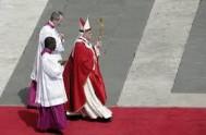 13/04/2014 - El Santo Padre en la homilía del viernes explica cómo combatir las tentaciones y recuerda que el diablo existe también en…