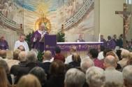 """29/04/2014 - """"Toda comunidad cristiana debería comparar la propia vida con la que animaba a la primera Iglesia"""", explicó el Papa Francisco en…"""