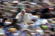 """15/05/2014 - El Papa Francisco recordó que """"no existe un cristiano sin Iglesia, un cristiano que camina solo, porque Jesús mismo se ha…"""