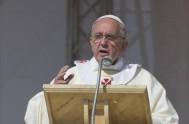 """26/06/2014 - """"El pueblo sigue a Jesús porque reconoce que es el Buen Pastor"""", afirmó el Papa Francisco en la misa de la…"""