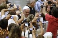 """20/08/2014 – """"Gracias por condolencias por mis familares. También el Papa tiene una familia"""". Con estas palabras, el Papa Francisco agradeció las oraciones…"""