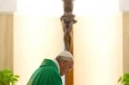 """11/09/2014 – """"Amar a los enemigos"""". Fue la consigna que el Papa Francisco recordó en la homilía de Santa Marta este mandato de…"""