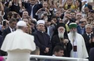 """22/09/2014 – """"Fue un período cruel, el nivel de crueldad fue terrible"""", afirmó el Papa Francisco en un breve encuentro con los periodistas…"""