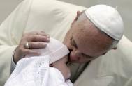 """30/09/2014 – """"El lamento en los momentos oscuros puede transformarse en una oración, pero cuidado de caer en lamentos teatrales"""", indicó el Papa…"""