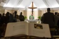 """23/10/2014 – """"No se puede ser cristiano sin la gracia del Espíritu Santo que nos dona la fuerza de amar"""", aseguró el Papa…"""