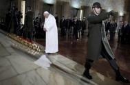 28/11/2014 – En su primer discurso a su llegada a Turquía, el Papa Francisco subrayó el papel que este país desempeña en el…