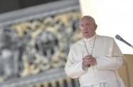 """11/11/2014 – """"Es necesario luchar siempre contra las tentaciones que nos llevan lejos del servicio al prójimo"""", afirmó el Papa Francisco en la…"""