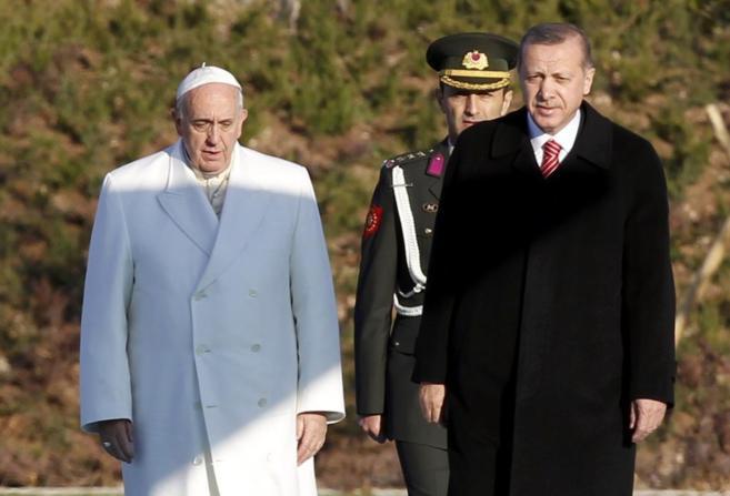 el-papa-camina-con-erdogan