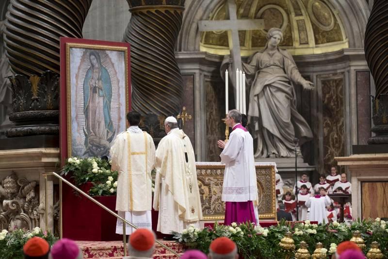Papa Francesco celebra messa in occasione della festa della Madonna di Guadalupe