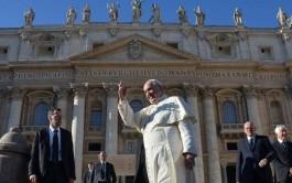 18/12/2014 – El Papa Francisco recibió las cartas credenciales de diversos embajadores acreditados ante la…