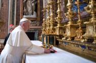 04/12/2014 – El Papa Francisco recordó a los santos escondidos, hombres, mujeres, padres y madres de familia, enfermos o sacerdotes que ponen en…