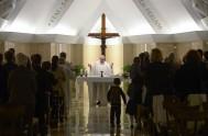 """23/01//2015 – En la homilía matutina de Santa Marta, el Papa Francisco recordó que """"la confesión no es un juicio sino un encuentro…"""