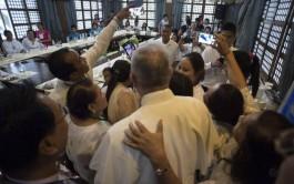 """29/01/2015 – """"Los que privatizan la fe cerrándose en élites que desprecian a los otros…"""