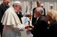 07/04/2015 – El Sábado Santo a las 7:15 el Papa Francisco llamó por teléfono a la base Vicecomodoro Marambio que se encuentra en…
