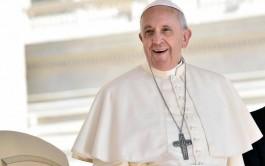 22/04/2015 – En la audiencia general de hoy miércoles, el Papa Francisco continuó, ante miles…