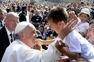 08/04/2015 – El Papa Francisco celebró su catequesis de la audiencia general hoy miércoles de la Octava de Pascua ante miles de peregrinos…