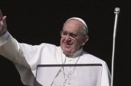 04/05/2015 – El Papa Francisco rezó el Regina Coeli en este primer domingo de mayo frente a miles de fieles en la Plaza…
