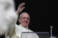 """08/05/2015 – Espíritu Santo crea """"movimiento"""" en la Iglesia que, aparentemente, puede parecer """"confusión"""" y, en cambio, si es acogido en oración y…"""