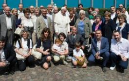 """23/06/2015 – Una gran reunión de familia, pero, sobre todo, un par de horas de vida """"casi normal"""". Papa Francisco,…"""